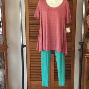 LulaRoe Pretty Perfect Tee and One Size Leggings